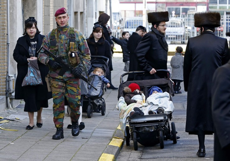 A Belgian paratrooper patrols outside a Jewish school in Antwerp